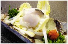 ふぐぶつ切り刺身 2,560円 当店オリジナルの白菜サラダ風のおさしみ。